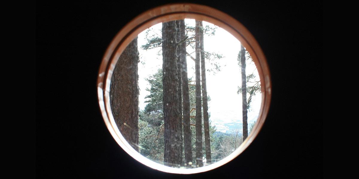 kexek-cabañas-madera–pod-ojo-buey-interior-jpg